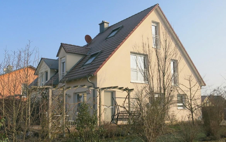 neuwertige dhh bj 2004 in familienfreundlicher lage immobilienmakler wuerzburg muth schr der. Black Bedroom Furniture Sets. Home Design Ideas