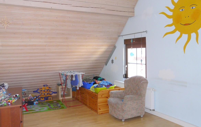 ger umiges und gepflegtes einfamilienhaus mit einliegerwohnung immobilienmakler wuerzburg. Black Bedroom Furniture Sets. Home Design Ideas