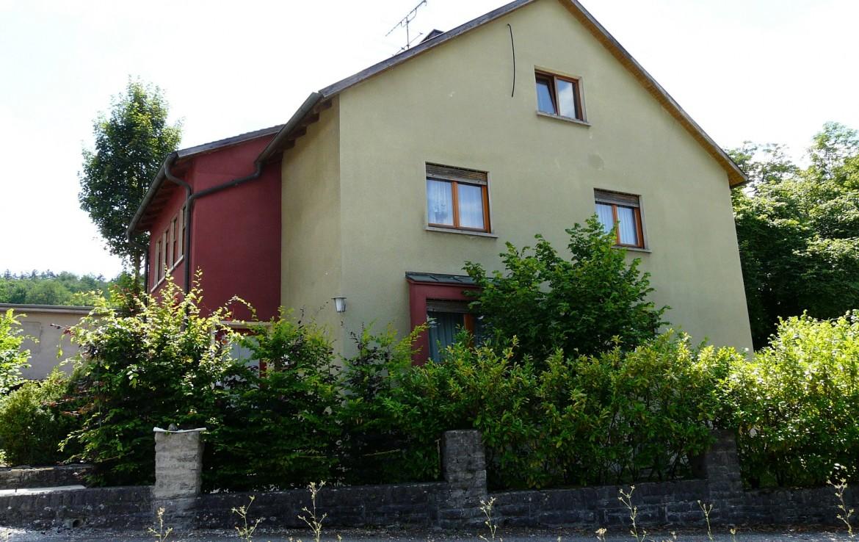 gro es einfamilienhaus preiswert zu verkaufen immobilienmakler wuerzburg muth schr der. Black Bedroom Furniture Sets. Home Design Ideas